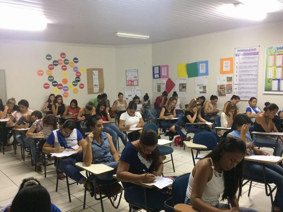 Primeira semana de provas 2017 Unitec Paracatu, alunos concentrados e dedicados