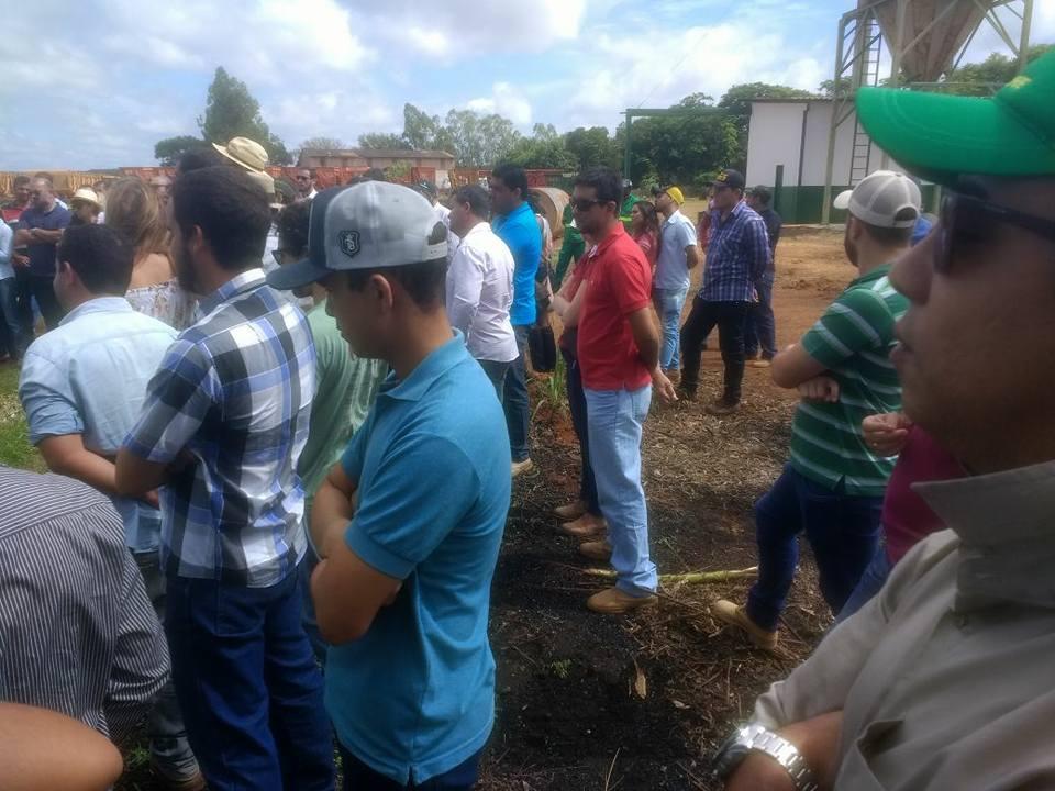 Presença marcada dos alunos do curso técnico em Agropecuária no 1° dia de campo da Agrofloresta Orgânica.