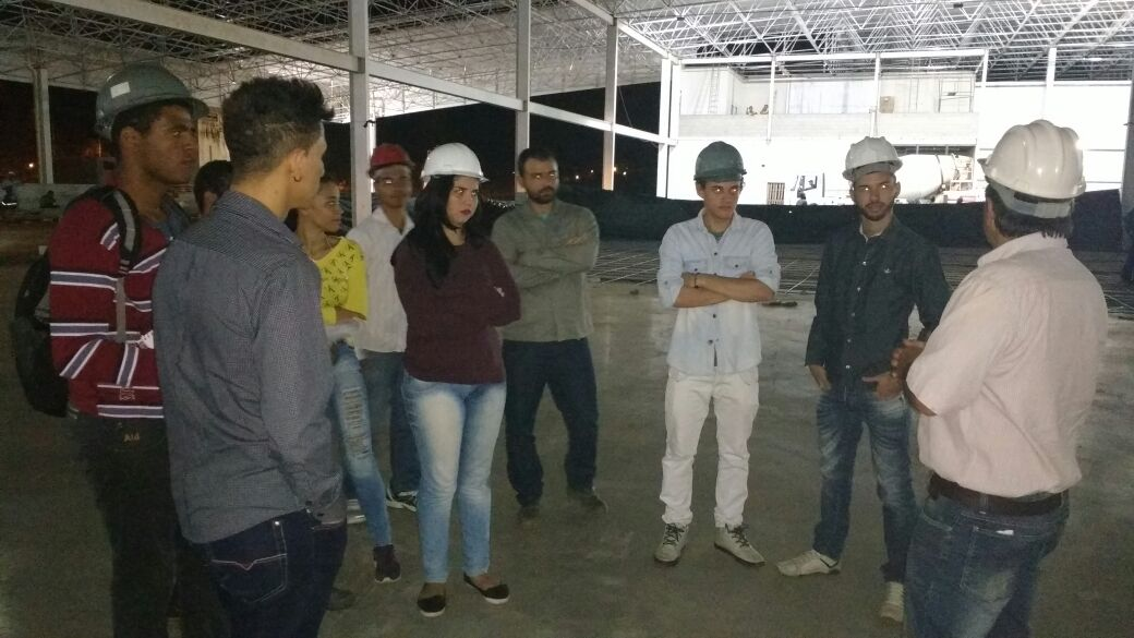 Visita na construção do supermercado Mart Minas. Técnicos em Edificações