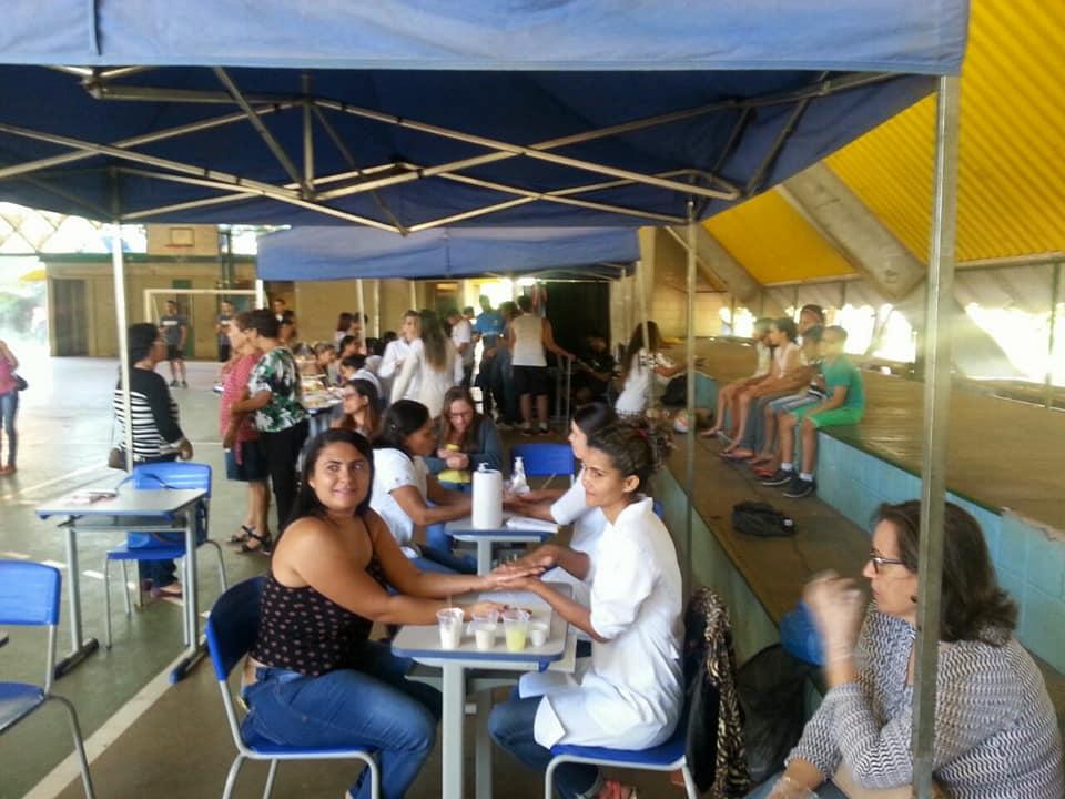 Dia das mães no colégio Caic com os alunos do curso técnico em Enfermagem e Estética.